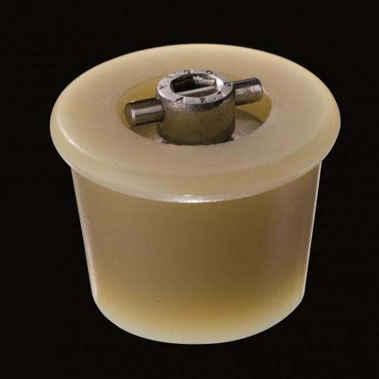 tapón de silicona para barricas modelo mecanismo en cruz de color marrón