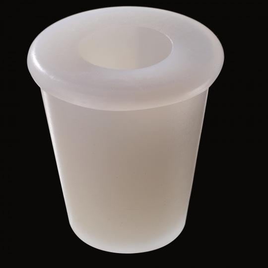 tapón de silicona para barricas modelo universal con hueco superior de color blanco